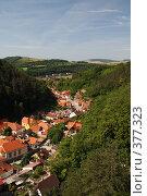 Купить «Загородный поселок в Чехии вблизи замка Карлштейн», фото № 377323, снято 6 июля 2008 г. (c) Архипова Мария / Фотобанк Лори
