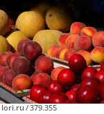 Прилавок с фруктами. Стоковое фото, фотограф Юлия Паршина / Фотобанк Лори