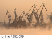 Купить «Подъемные краны в морском порту», фото № 382099, снято 20 февраля 2020 г. (c) Георгий Солодко / Фотобанк Лори