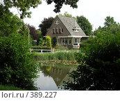 Купить «Дом для среднего класса», фото № 389227, снято 23 июля 2005 г. (c) Вячеслав Смоленский / Фотобанк Лори