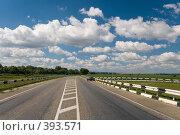 Купить «Асфальтированная дорога под красивыми летними облаками», фото № 393571, снято 7 августа 2008 г. (c) Федор Королевский / Фотобанк Лори