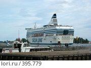 Купить «Лайнер в порту Хельсинки», фото № 395779, снято 2 августа 2008 г. (c) Андрей Некрасов / Фотобанк Лори