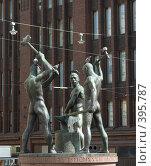 """Купить «Скульптура """"три кузнеца"""" в Хельсинки», фото № 395787, снято 4 августа 2008 г. (c) Андрей Некрасов / Фотобанк Лори"""
