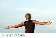 Купить «Улыбающийся молодой человек», фото № 397487, снято 29 октября 2007 г. (c) Морозова Татьяна / Фотобанк Лори