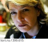 Купить «Женщина подозрительно смотрит», фото № 399615, снято 31 марта 2006 г. (c) Vasily Smirnov / Фотобанк Лори
