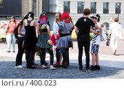 Купить «Группа подростков-эмо», фото № 400023, снято 11 августа 2008 г. (c) Мирослава Безман / Фотобанк Лори
