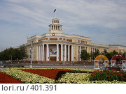 Купить «Административное здание на площади Советов города Кемерово», фото № 401391, снято 14 августа 2018 г. (c) Дмитрий Кожевников / Фотобанк Лори