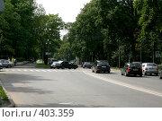 Купить «Зеленый городской перекресток», фото № 403359, снято 18 ноября 2018 г. (c) Сергей  Ушаков / Фотобанк Лори