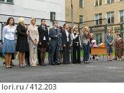 Купить «Группа будущих выпускников на линейке первого сентября», фото № 412203, снято 1 сентября 2007 г. (c) Михаил Мозжухин / Фотобанк Лори