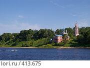 Купить «Моторная лодка плывет по реке у города Тутаев», фото № 413675, снято 6 июня 2007 г. (c) Михаил Мозжухин / Фотобанк Лори