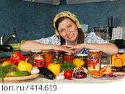 Купить «Уставшая домохозяйка на кухне, запасы на зиму», фото № 414619, снято 20 августа 2008 г. (c) Давид Мзареулян / Фотобанк Лори