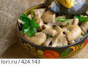 Купить «Соленые грибы (грузди)», фото № 424143, снято 17 августа 2008 г. (c) Анна Мегеря / Фотобанк Лори