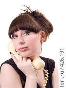 Купить «Девушка говорит по телефону», фото № 426191, снято 1 июля 2008 г. (c) Сергей Сухоруков / Фотобанк Лори