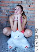 Купить «Девушка с плюшевым медведем», фото № 428703, снято 24 августа 2008 г. (c) Мария Виноградова / Фотобанк Лори