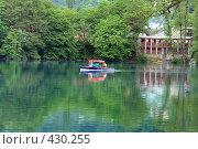 Купить «Высокогорное озеро. Лодка плывущая по озеру», фото № 430255, снято 22 июня 2008 г. (c) Александр Тараканов / Фотобанк Лори