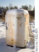 Купить «Старый холодильник», фото № 432451, снято 18 ноября 2007 г. (c) Фурсов Алексей / Фотобанк Лори