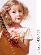 Купить «Девочка с балалайкой», фото № 435431, снято 18 июля 2008 г. (c) Майя Крученкова / Фотобанк Лори