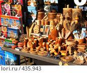 Купить «Лоток с сувенирами», фото № 435943, снято 4 августа 2008 г. (c) Морковкин Терентий / Фотобанк Лори