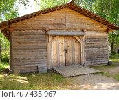 Купить «Капитальный амбар, гараж», фото № 435967, снято 5 августа 2008 г. (c) Морковкин Терентий / Фотобанк Лори