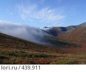 Купить «Западные Саяны. Облако стелется по склону хребта.», фото № 439911, снято 15 июля 2020 г. (c) Виталий Матонин / Фотобанк Лори