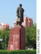 Купить «Памятник Ильичу в Подольске», фото № 440643, снято 15 августа 2008 г. (c) Цветков Виталий / Фотобанк Лори
