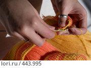 Купить «Вязание крючком», фото № 443995, снято 7 сентября 2008 г. (c) Малютин Павел / Фотобанк Лори