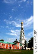 Колокольня на фоне неба с облаками г. Дзержинский (2008 год). Стоковое фото, фотограф Сергей Русаков / Фотобанк Лори