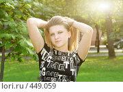 Купить «Девушка на природе», фото № 449059, снято 12 августа 2008 г. (c) Efanov Aleksey / Фотобанк Лори