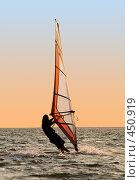 Купить «Силуэт виндсерфера на закате», фото № 450919, снято 26 июля 2008 г. (c) Сергей Сухоруков / Фотобанк Лори