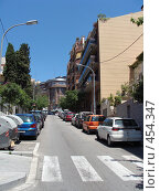 Узкая улица (2008 год). Редакционное фото, фотограф Лариса Дамьян / Фотобанк Лори