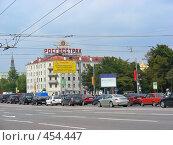 Купить «Пятиэтажный четырёхподъездный кирпичный жилой дом, построен в 1926 году. Улица Серафимовича, 5/16. Район Якиманка. Москва», эксклюзивное фото № 454447, снято 3 сентября 2008 г. (c) lana1501 / Фотобанк Лори