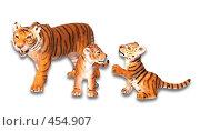 Фигурки тигрицы и двух тигрят. Стоковое фото, фотограф Смыгина Татьяна / Фотобанк Лори