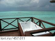 Купить «Вид с водной виллы на море. Место в джакузи пока свободно...», фото № 457011, снято 29 ноября 2007 г. (c) Лев Сатаров / Фотобанк Лори