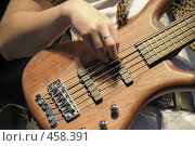 Купить «Гитара в руках музыканта», фото № 458391, снято 11 сентября 2008 г. (c) Vladimir Kolobov / Фотобанк Лори