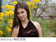 Купить «Девушка с длинными волосами на фоне желтых цветов», фото № 460939, снято 3 августа 2008 г. (c) Анжелина Селинская / Фотобанк Лори