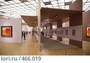 Купить «В художественной галерее», фото № 466019, снято 22 мая 2018 г. (c) Losevsky Pavel / Фотобанк Лори