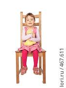 Купить «Маленькая девочка на деревянном стуле», фото № 467611, снято 22 марта 2018 г. (c) Losevsky Pavel / Фотобанк Лори