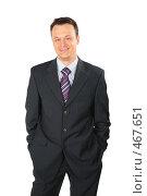 Купить «Улыбающийся бизнесмен в темном костюме», фото № 467651, снято 14 декабря 2019 г. (c) Losevsky Pavel / Фотобанк Лори