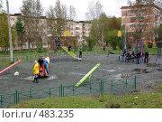Купить «Новая детская площадка. Качканар, Свердловская область», фото № 483235, снято 15 сентября 2008 г. (c) Дмитрий Лемешко / Фотобанк Лори