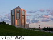 Купить «Новый Дом правительства в Чебоксарах на закате», фото № 488943, снято 20 ноября 2018 г. (c) Алексей Волков / Фотобанк Лори