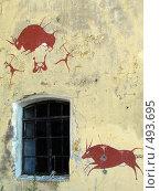 Купить «Граффити по мотивам наскальной живописи пещерных людей на стене одного из фортов около Кронштадта», фото № 493695, снято 2 июля 2008 г. (c) Наталья Лукина / Фотобанк Лори