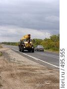 Купить «Кран едет по дороге», фото № 495955, снято 14 сентября 2008 г. (c) Сергей Лысенков / Фотобанк Лори