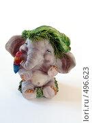 Игрушечный слон в зеленой шляпе с попугаем на плече, фото № 496623, снято 8 апреля 2006 г. (c) Александр Максимов / Фотобанк Лори