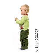 Купить «Годовалый малыш стоит», фото № 502307, снято 8 октября 2008 г. (c) Лисовская Наталья / Фотобанк Лори