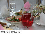 Купить «Графин с красным напитком на праздничном столе», фото № 505919, снято 27 сентября 2008 г. (c) Евгений Батраков / Фотобанк Лори