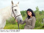 Купить «Веселая девушка и лошадка», фото № 518087, снято 3 июня 2020 г. (c) Александр Fanfo / Фотобанк Лори