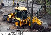 Экскаватор закапывает яму. Стоковое фото, фотограф Владимир Борисов / Фотобанк Лори