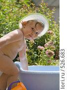 Купить «Ребенок на даче с тазиком», фото № 526683, снято 5 июля 2007 г. (c) Кирилл Савельев / Фотобанк Лори