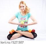 Купить «Девушка с фруктами», фото № 527507, снято 13 мая 2008 г. (c) Михаил Смиров / Фотобанк Лори