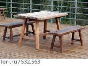 Деревянные стол и скамейки. Стоковое фото, фотограф Александр Тимофеев / Фотобанк Лори